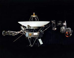 sonda voyager i explora saturno